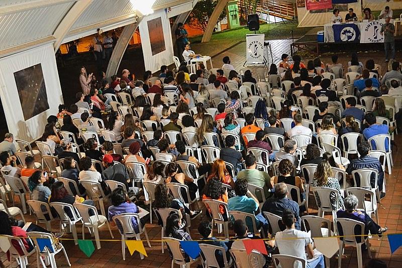 Mais de 250 pessoas participaram de Assembleia Geral realizada na UFU, em Uberlândia