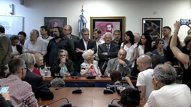 Movimentos sociais se reuniram na Argentina e alertaram que democracia no país está em 'risco'