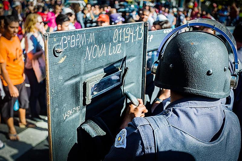 Policiais reprimem protesto de moradores do Moinho após morte de Leandro Souza