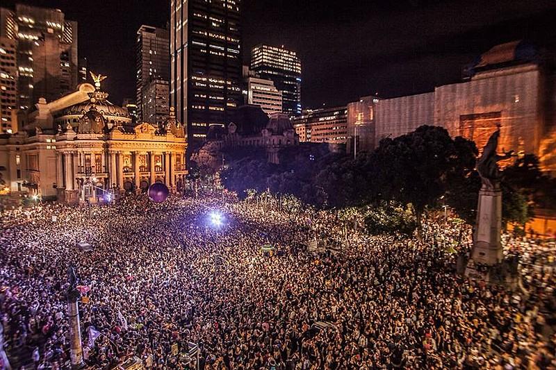 Ato no Rio de Janeiro, onde 50 mil pessoas se despediram da vereadora e do motorista assassinados