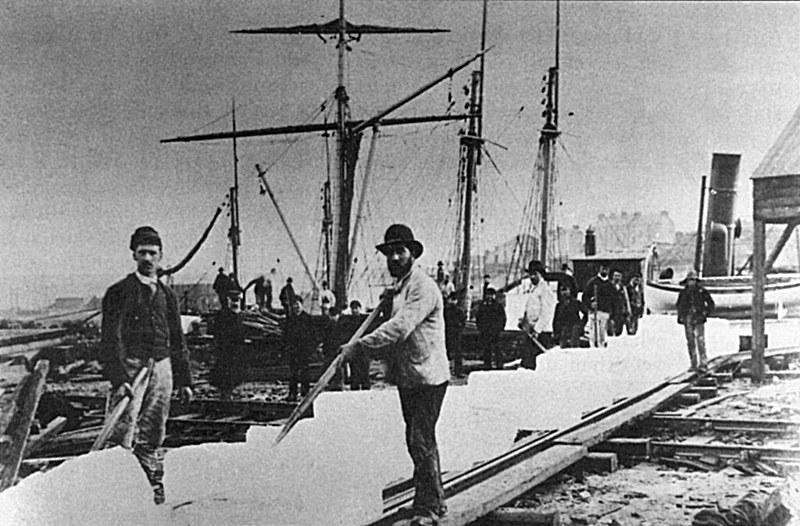 Frederic Tudor, o rei do gelo, criou um negócio baseado em cortar, embalar e exportar a água congelada no inverno dos lagos perto de Boston