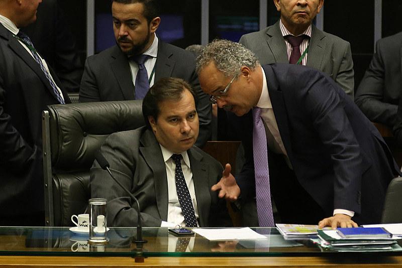 Presidente da Câmara, Rodrigo Maia, e o relator da reforma política, Vicente Candido