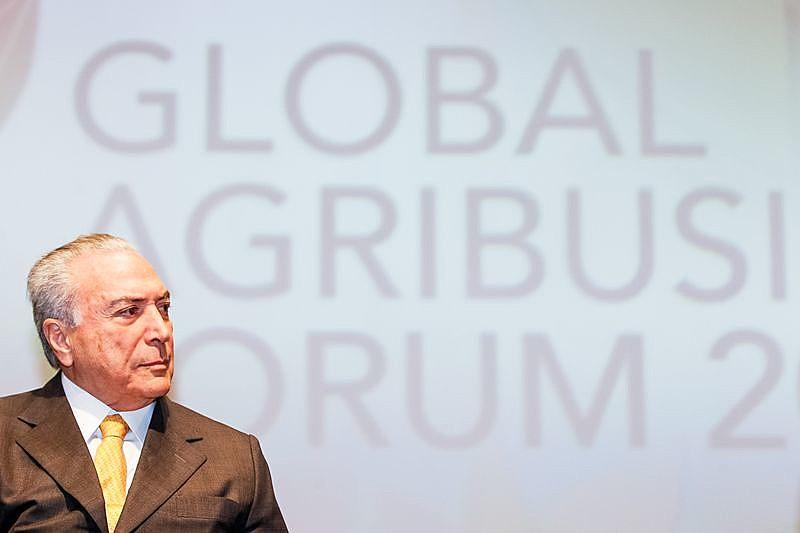 """""""O conjunto de medidas que contribui para os retrocessos nas políticas públicas destinadas ao desenvolvimento agrário e social no campo brasileiro são inúmeras"""""""