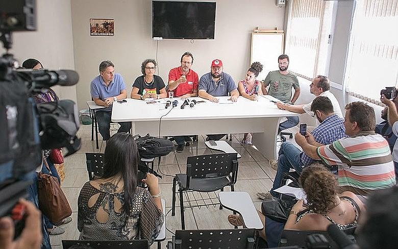Representantes da Frente Brasil Popular anunciam acordo com poder público que garante direito de manifestação em torno do julgamento de Lula