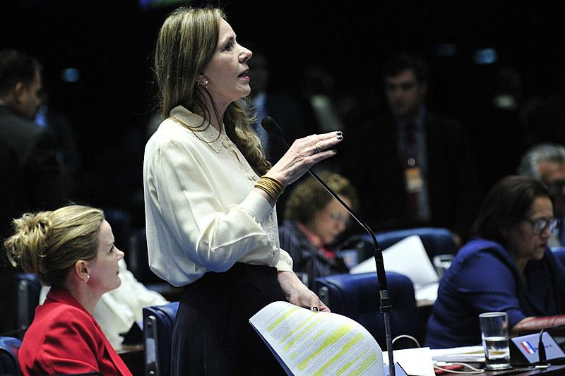 As senadoras Gleisi Hoffman (esq.) e Vanessa Grazziotin (dir.) no segundo dia do julgamento final do impeachment