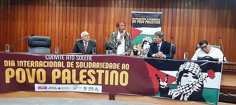 Deputada Estadual Leci Brandão discursa durante ato solene em solidariedade à Palestina, realizado na Assembleia Legislativa de São Paulo