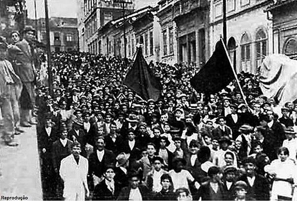 Marcha para o enterro de José Ineguez Martinez, operário espanhol morto pela polícia e mártir da Greve Geral de 1917
