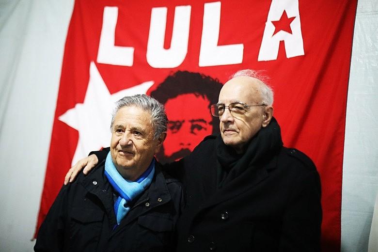 Emir Sader e Eduardo Duhalde visitam Lula