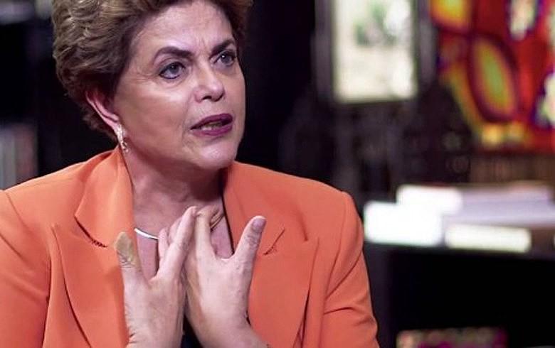 """Durante a entrevista, Dilma chegou a se referir a Temer como """"presidente interino provisório ilegítimo"""""""