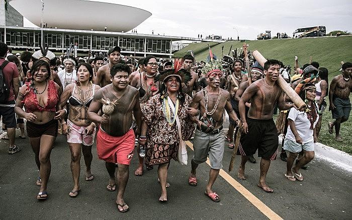 Lideranças indígenas durante ocupação da Esplanada dos Ministérios, em Brasília (DF), na Semana Nacional de Mobilização Indígena de 2013