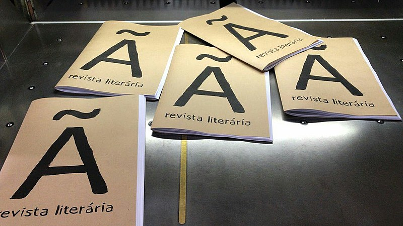 Autores de à Revista Literária correram das grandes editoras não pelo preço, mas pela relação entre empresa e autor