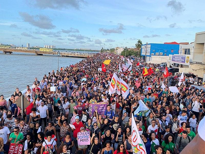 Maranhenses lotaram as ruas da capital São Luís nesta quarta-feira (15)