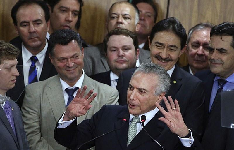 Apenas um ano após o golpe Temer e seu governo, pela primeira vez em 14 anos, não fizeram qualquer reajuste no salário mínimo