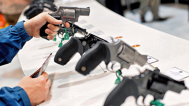 Bolsonaro (PSL) flexibilizou a posse de armas no primeiro mês de mandato