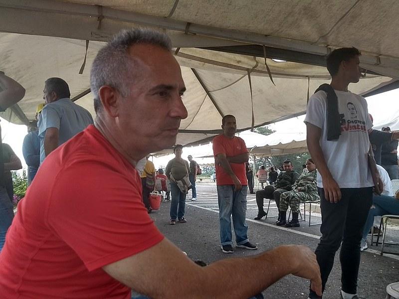 Dirigente chavista lidera resistência na fronteira da Venezuela com a Colômbia