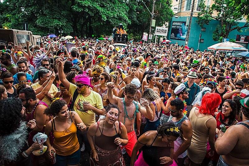 """Comandado pela sambista Aline Calixto, o Bloco da Calixto sai às ruas com o tema """"Só love, só love"""" em 2018"""