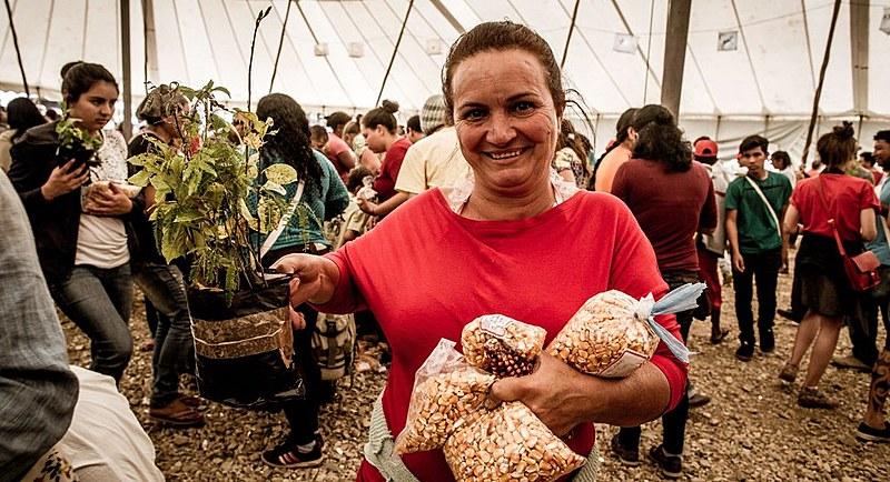 A troca de mudas e sementes também marcou o encerramento da 16ª Jornada de Agroecologia