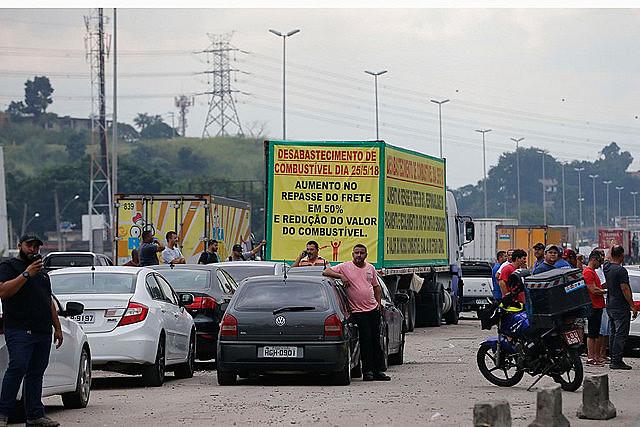 Camioneros protestan contra el alza del diésel en la BR-040 en RJ