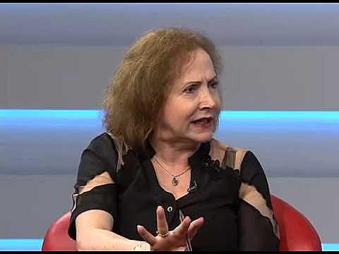 """Historiadora analisa que ausência de mulheres no governo Temer é """"pensamento atrasado, retrógrado e machista""""."""