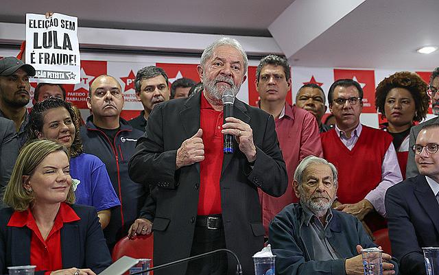 Después de la sentencia condenatoria anunciada ayer contra él, Lula hizo hoy un pronunciamiento en la sede del Partido de los Trabajadores