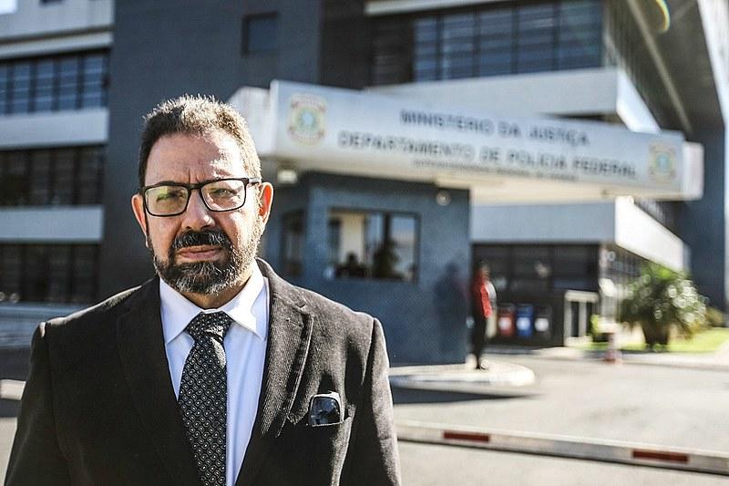 O blogueiro Eduardo Guimarães participa de ato pela democracia em Curitiba