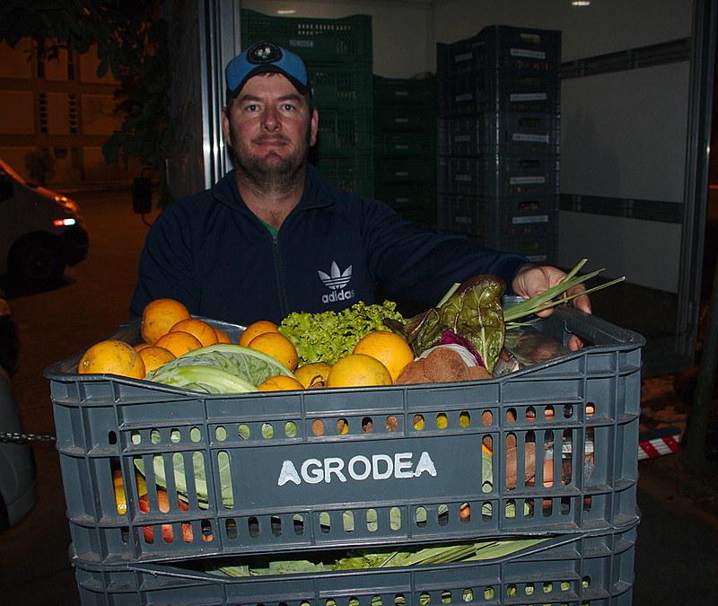 Dione, agricultor de Imbuia, é o responsável por entregar as cestas orgânicas em Florianópolis