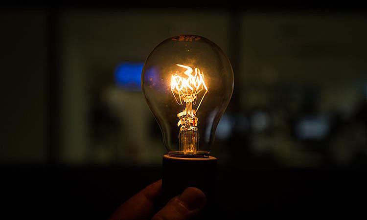 Concentração de mercado e falta de regulação marcam o setor elétrico