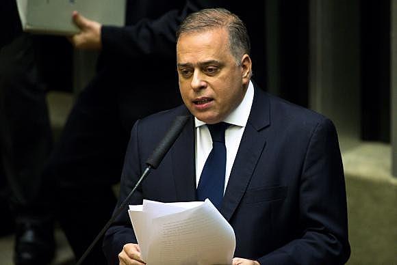 Quase metade dos tucanos votou contra relatório de Paulo Abi-Ackel, deputado pelo PSDB mineiro