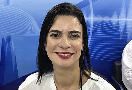 Jovem advogada, professora e feminista, disputa pela primeira vez em eleições para a Câmara Federal.