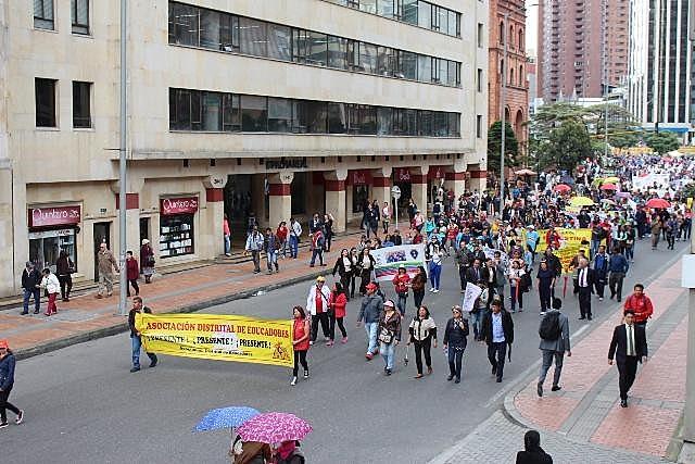 Professores nas ruas de Bogotá, capital da Colômbia