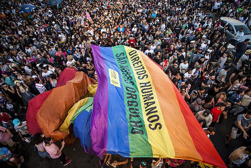 Cada vez mais, os grupos de defesa dos direitos LGBT têm se empoderado e utilizado a Parada como forma de pressão política junto ao Estado
