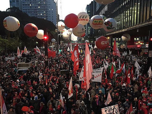 """""""Caminhada de Lutas"""" foi convocada pela Frente Brasil Popular, a Frente Povo Sem Medo e a Frente de Esquerda"""