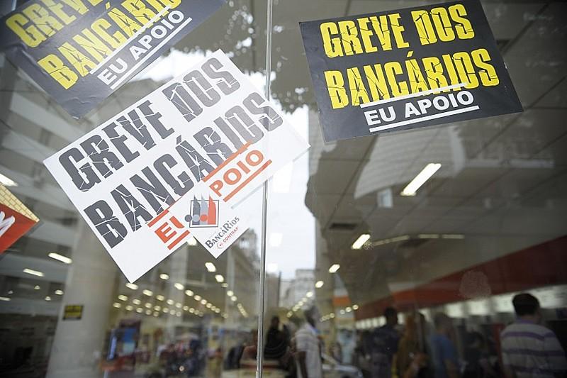 De acordo com dados divulgados pela Fenae, 46% das operações de crédito, o que corresponde a cerca de R$ 1,4 trilhão são dos bancos públicos
