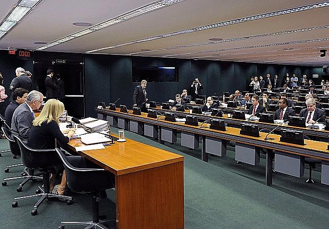 A proposta de Bacelar é a suspensão do mandato de Cunha por três meses