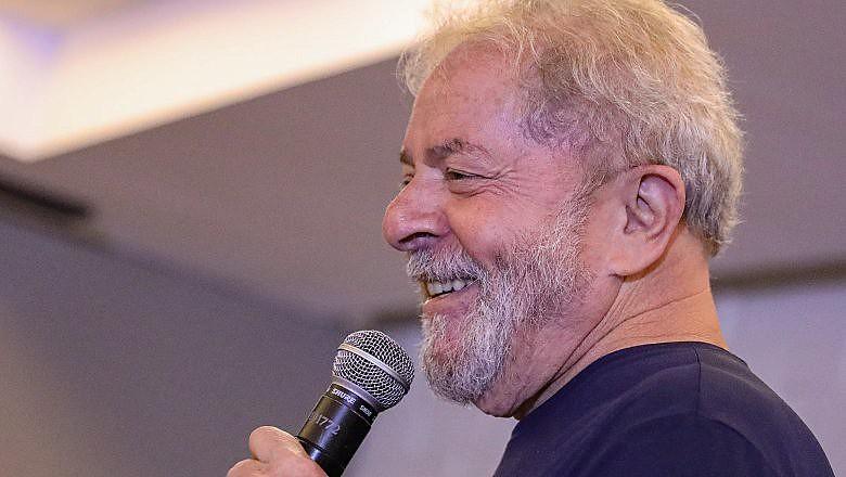"""""""O PT nasceu na oposição, para defender a democracia e os direitos do povo, em tempos ainda mais difíceis que os de hoje"""" escreveu Lula"""