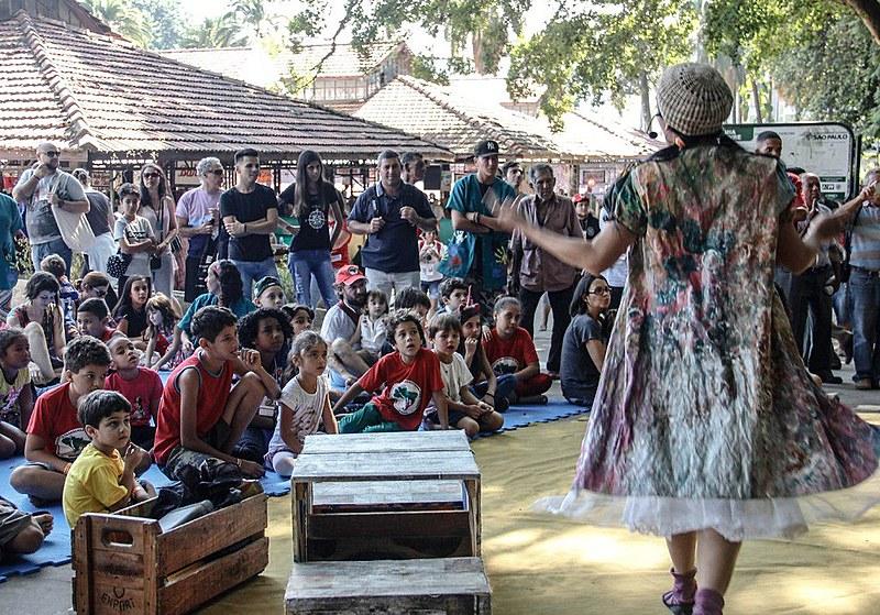O público se encantou com o teatro de fantoches na 3ª Feira Nacional da Reforma Agrária em São Paulo