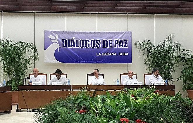 Transição para paz inclui participação política de ex-guerrilheiros