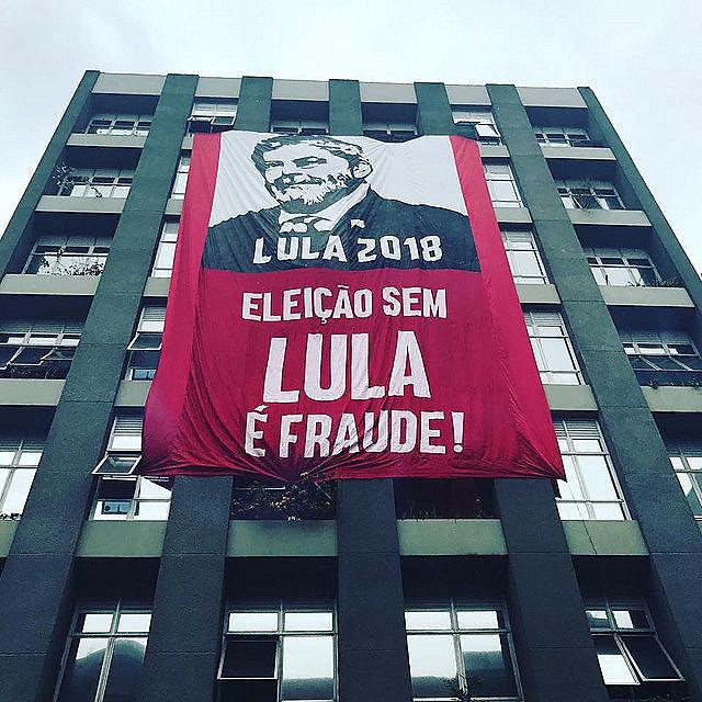 Movimentos afirmam que eleição sem a candidatura do ex-presidente é fraude política