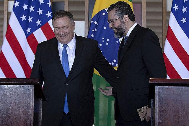 Ernesto Araújo, ministro de Relaciones Exteriores y el secretario de Estado de EE.UU., Mike Pompeo, en el Palacio de Itamaraty