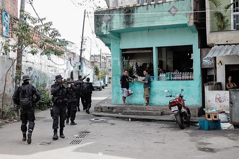 "A morte de Ágatha é a verdade expressa na fala de morador de Favela: ""Bala perdida? A guerra tem território específico que é o da pobreza"""