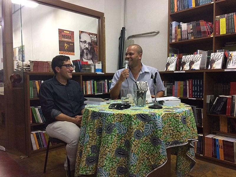 Os professores Gustavo Durão, da UFRRJ, e Muryatan Santana, da UFABC, conduziram o debate de lançamento