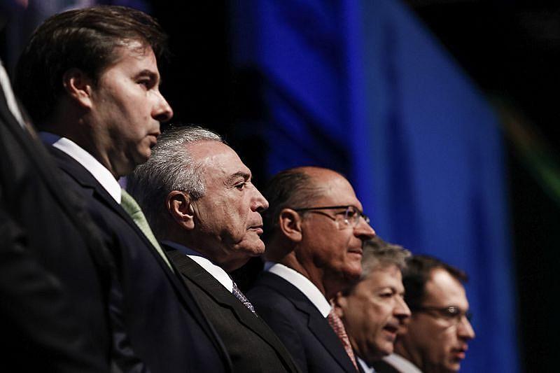 No caso brasileiro, o usurpador Temer ocupa ilegitimamente a Presidência da República
