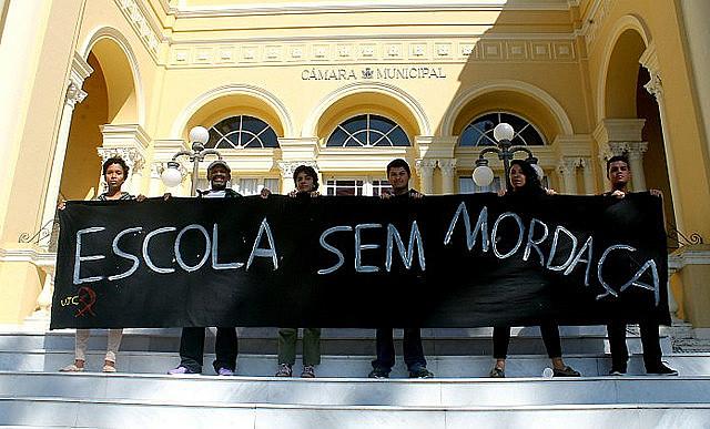 """Protesto do """"Escola sem Mordaça"""": movimento é uma das principais reações ao projeto Escola sem Partido, apoiado por Bolsonaro e Campagnolo"""