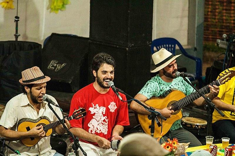 Grupo de samba Sarava-Sarandi se apresentou no domingo (8)
