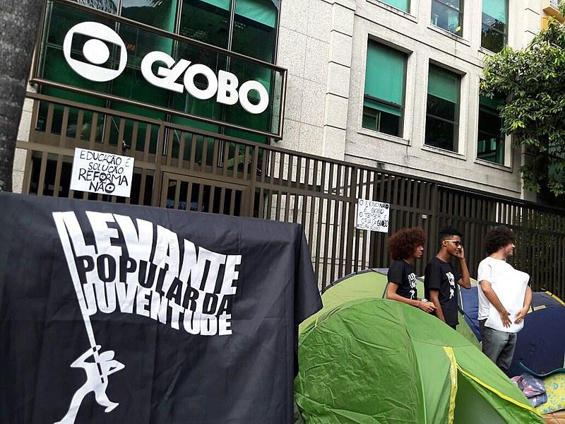 Ação faz parte das mobilizações que ocorrem esta sexta em todo o Brasil contra a reforma da Previdência e trabalhista.