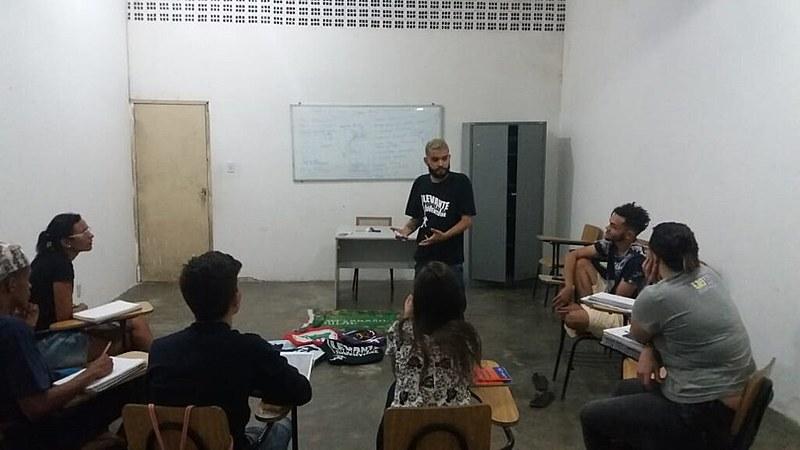 Aulas foram ministradas para estudantes do bairro Monte Santo, em Campina Grande.