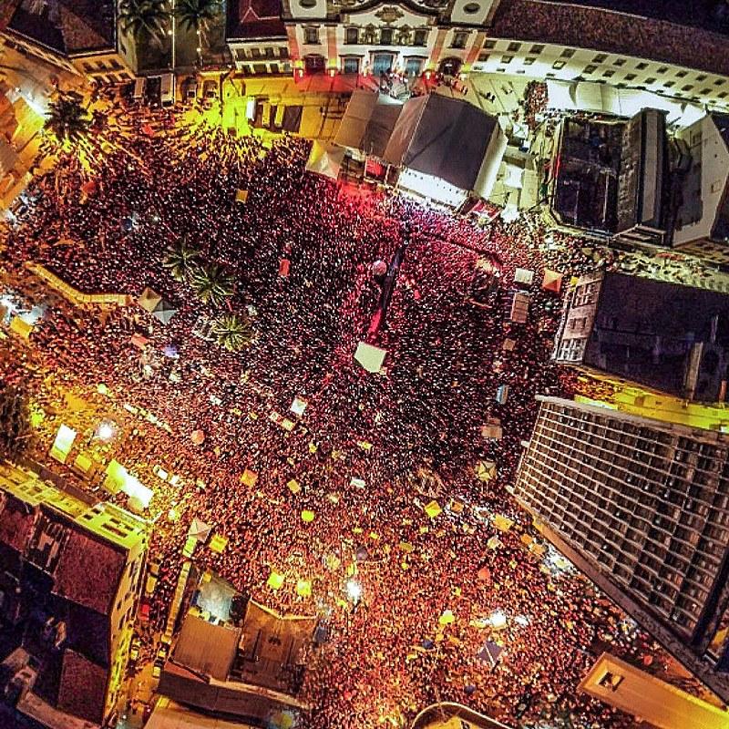 Festival Lula Livre no Pátio da Igreja Nossa Senhora do Carmo, no centro do Recife.