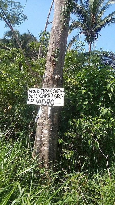 O aviso na entrada de assentamento em Buritis é uma reação dos pequenos agricultores ameaçados de morte por pistoleiros a mando de latifundiários