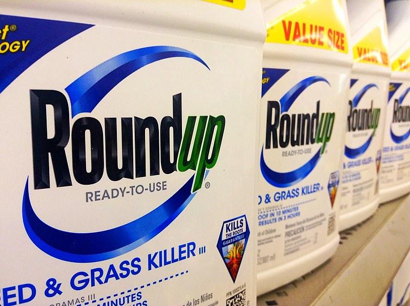 O herbicida Roundup tem como princípio ativo o glifosato; nos Estados Unidos, trabalhador exposto ao produto desenvolveu câncer