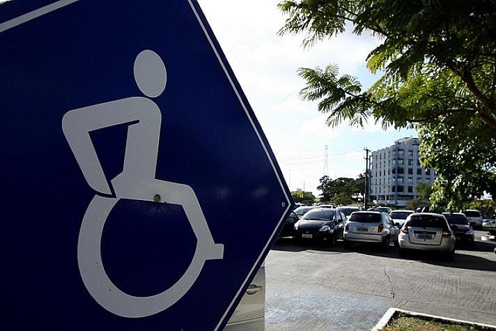 Quase 24% da população brasileira convive com algum tipo de deficiência, segundo o IBGE.